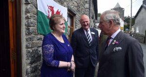 Yvonne & Malcolm with HRH outside_New Inn_8 July 2016